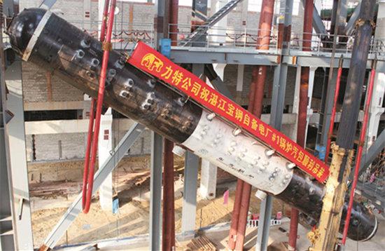 2013年1月28日,自备电厂项目1号发电机组锅炉汽包开始吊装
